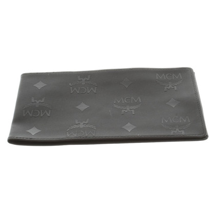 MCM Cover in black
