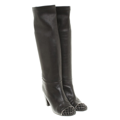 Chanel Stiefel mit Metall-Applikation