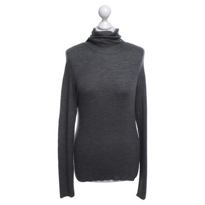Hugo Boss maglione a collo alto in grigio