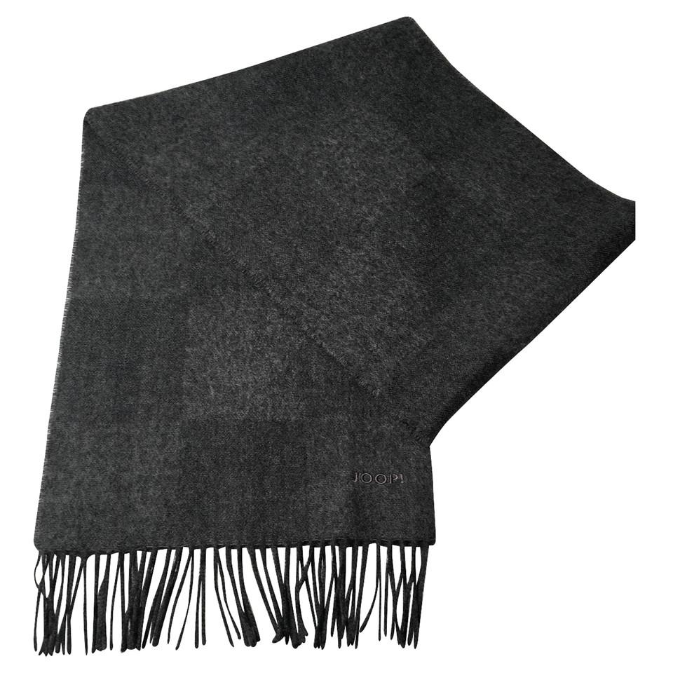 joop grijze wollen sjaal koop tweedehands joop grijze wollen sjaal voor 139 00 1954361. Black Bedroom Furniture Sets. Home Design Ideas