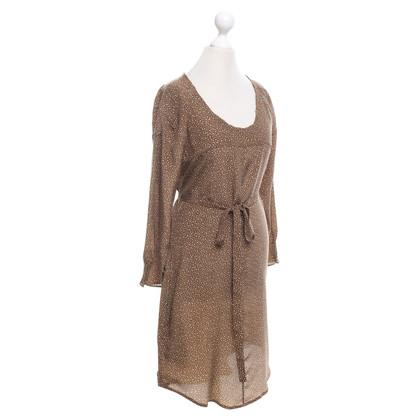 Closed zijden jurk in Olive