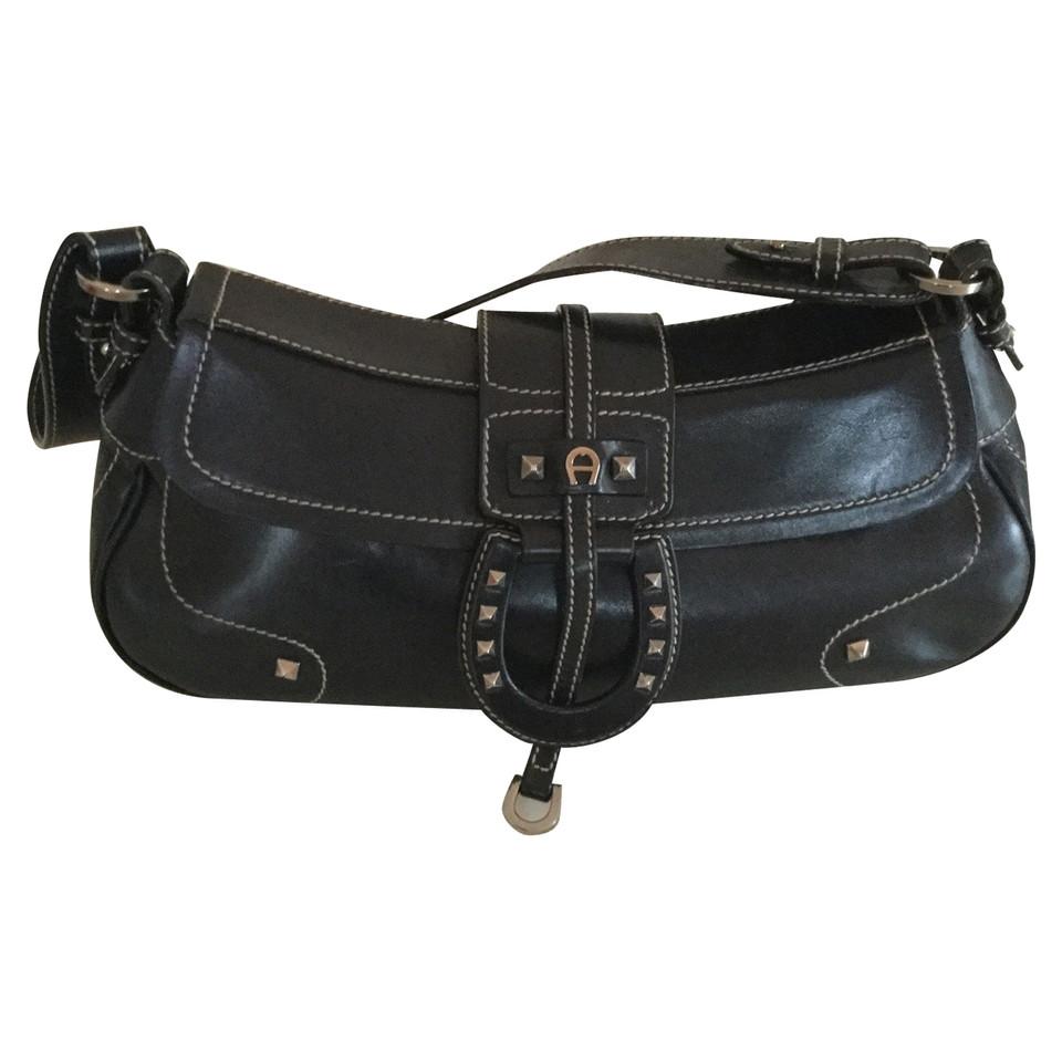 aigner handtasche second hand aigner handtasche gebraucht kaufen f r 219 00 2528360. Black Bedroom Furniture Sets. Home Design Ideas