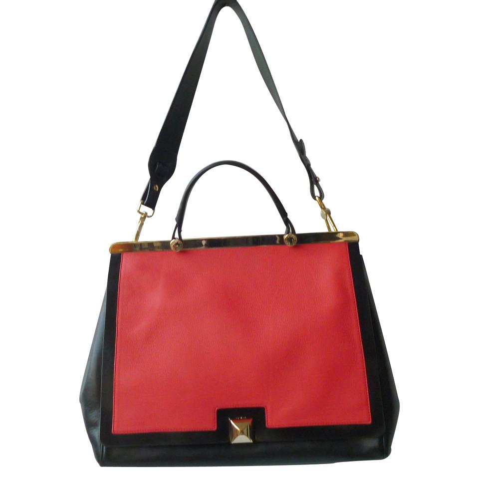 furla handtasche second hand furla handtasche gebraucht kaufen f r 250 00 2191174. Black Bedroom Furniture Sets. Home Design Ideas