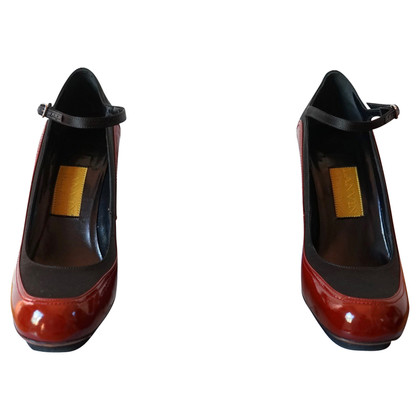 Lanvin pumps in red / black