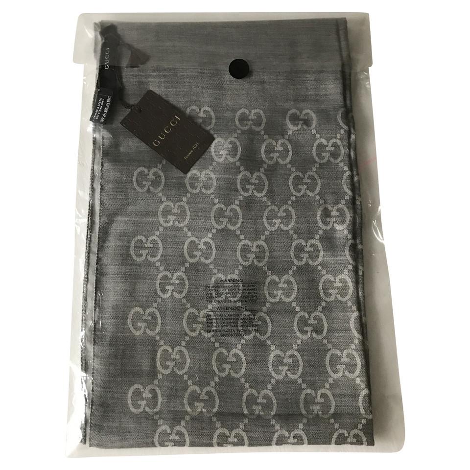 gucci stola aus wolle seide second hand gucci stola aus wolle seide gebraucht kaufen f r 320. Black Bedroom Furniture Sets. Home Design Ideas