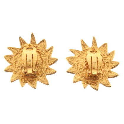 Chanel Gold colored clip earrings