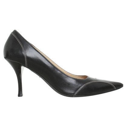 Hugo Boss pumps in black