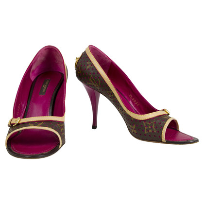 Louis Vuitton Fuchsia Monogram Geperforeerd pumps