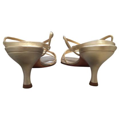 Stuart Weitzman Sandals in goud
