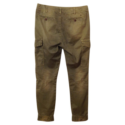 Closed Pants in the cargo look
