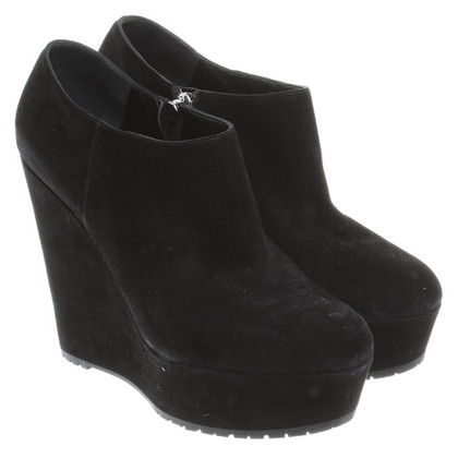Gianvito Rossi Black Suede wedges