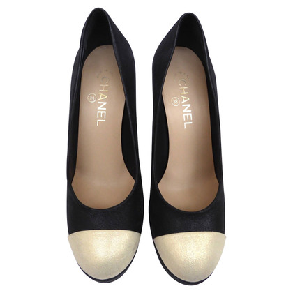 Chanel pumps met logo