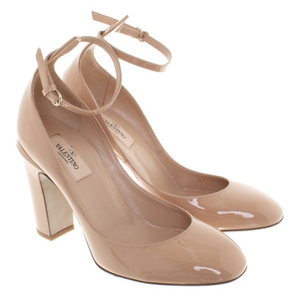 Valentino pumps made of lacquered leather