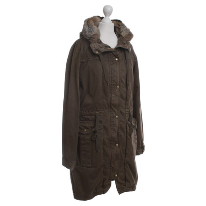 Closed Parka in olive green