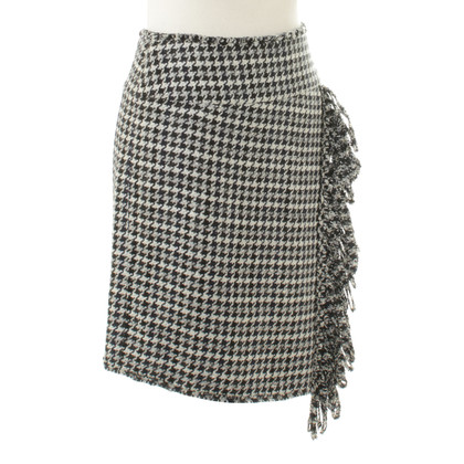 Chanel skirt with Houndstooth pattern