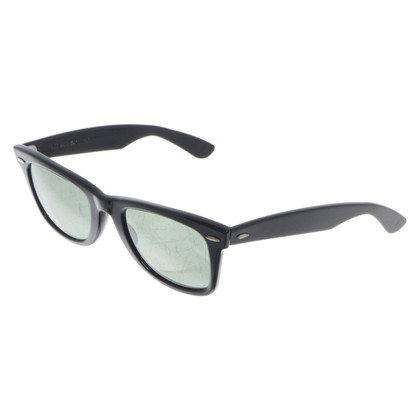 Ray Ban 'Wayfarer' sunglasses in black