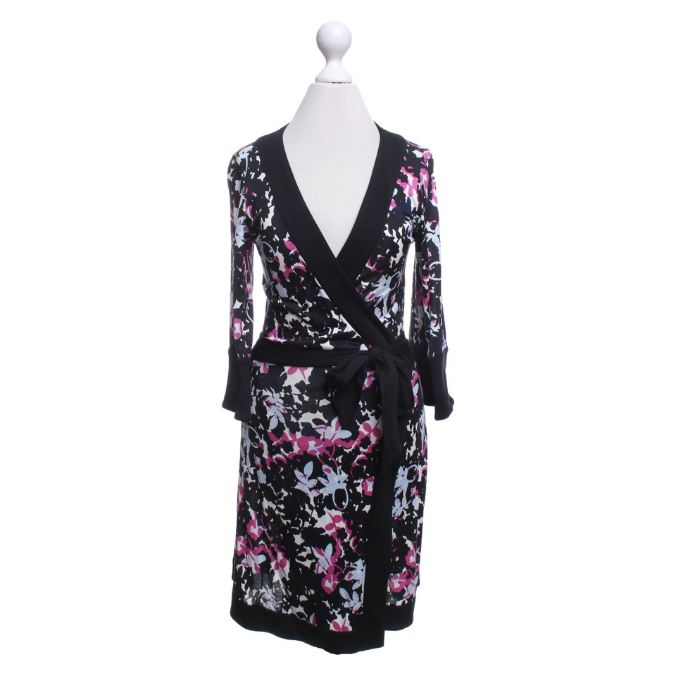 diane von furstenberg robe portefeuille avec imprim floral acheter diane von furstenberg robe. Black Bedroom Furniture Sets. Home Design Ideas