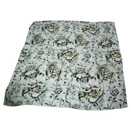 Burberry Cloth with flower pattern