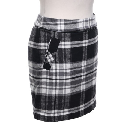 Tommy Hilfiger  skirt in black and white