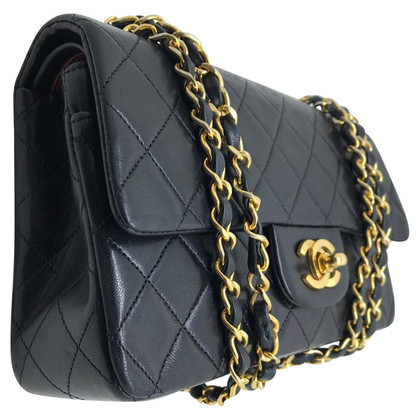 Chanel Timeless in pelle nera e metalli oro