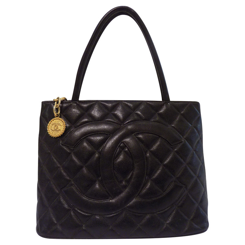 chanel medaillon tote tasche second hand chanel. Black Bedroom Furniture Sets. Home Design Ideas