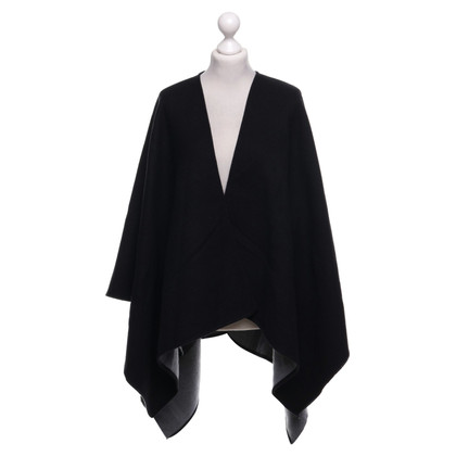 Burberry Poncho in Black