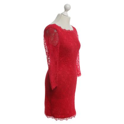Joseph Ribkoff Robe en dentelle en rouge