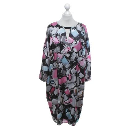 Escada zijden jurk met edelstenen motief