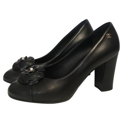 Chanel pumps in black