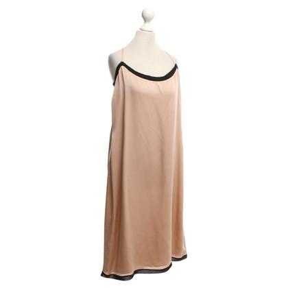 Schumacher zijden jurk in nude / zwart