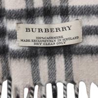 burberry schal mit muster second hand burberry schal mit muster gebraucht kaufen f r 165 00. Black Bedroom Furniture Sets. Home Design Ideas
