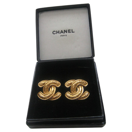 Chanel Goldfarbene Ohrclips mit Logo