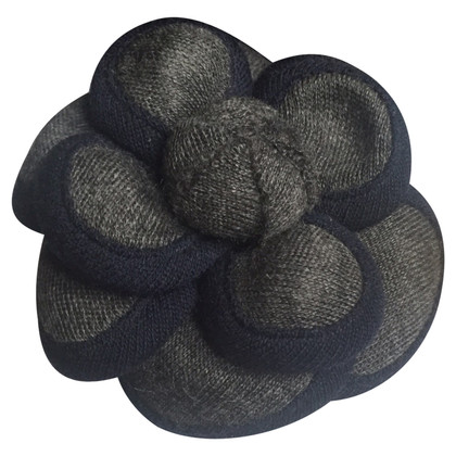 chanel brosche second hand chanel brosche gebraucht kaufen f r 250 00 2643180. Black Bedroom Furniture Sets. Home Design Ideas
