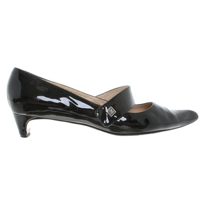 Louis Vuitton pumps in patent leather