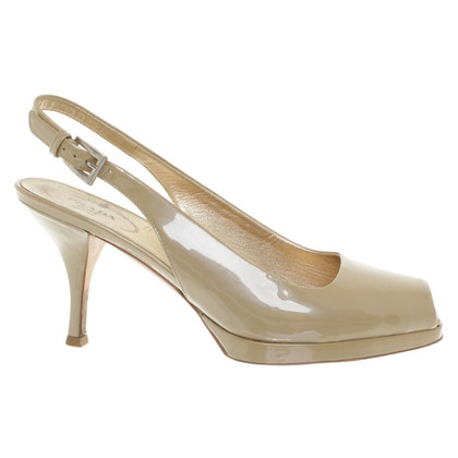 Prada Lackleder-Slingpumps in Beige