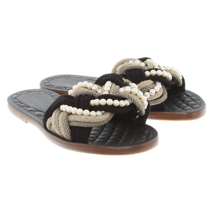 Chanel Sandalen mit Applikation