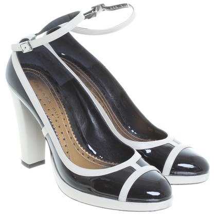 Barbara Bui Patent leather Pumps in black
