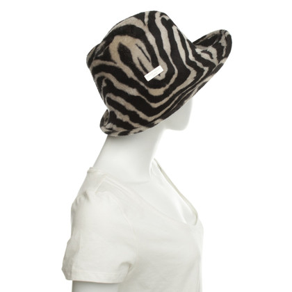Other Designer Philip Treacy - hat with animal print