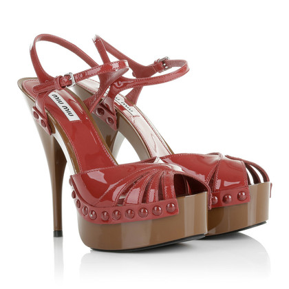 Miu Miu Sandaletten in Rot/Braun