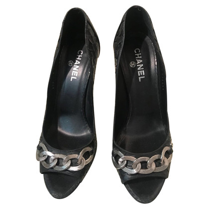 Chanel pumps in black