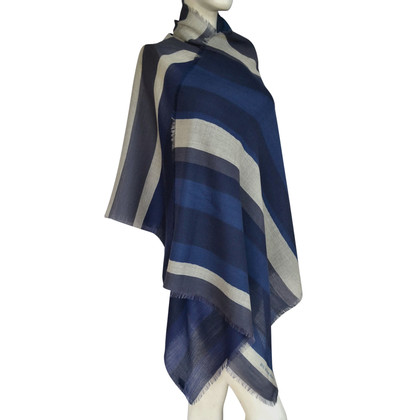 Burberry XXL wool scarf with proportion of silk