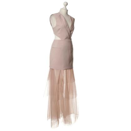 BCBG Max Azria Si veste di rosa