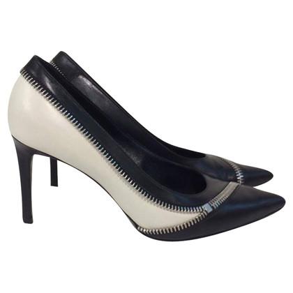 Yves Saint Laurent pumps Zip