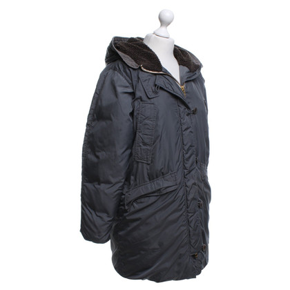 Closed Quilted cloak in dark gray
