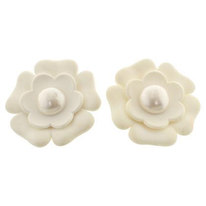 Chanel Camellia oor clips in het wit