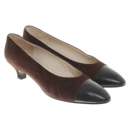 Chanel pumps in brown / black