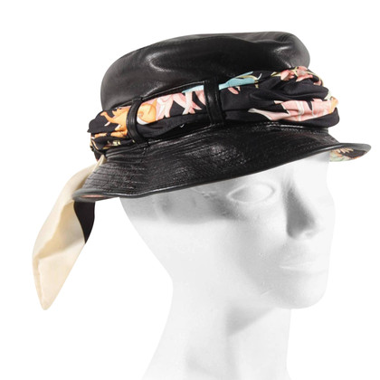 Salvatore Ferragamo Hat with lining and scarf