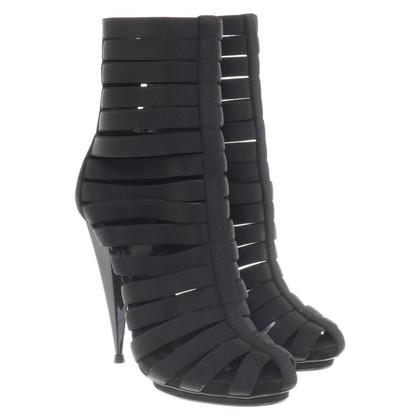 Gucci Enkellaarzen in zwart