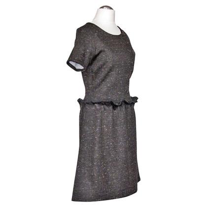 Carven robe