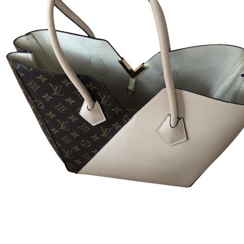 b6c6032fa16b Louis Vuitton
